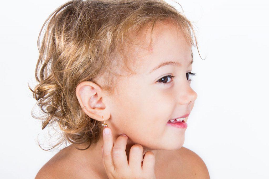 Вы ищете где в Архангельске проколоть уши ребенку быстро, качественно и безболезненно?